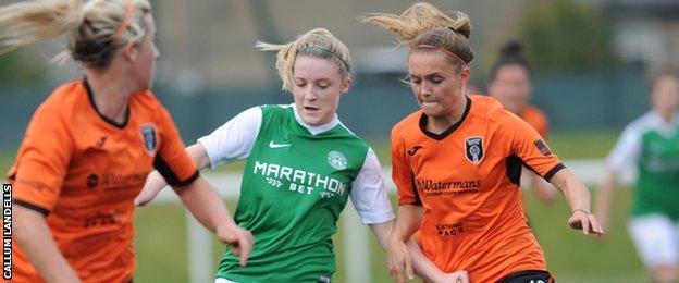 Chelsea Cornet of Hibs and Glasgow City's Laura Gavin