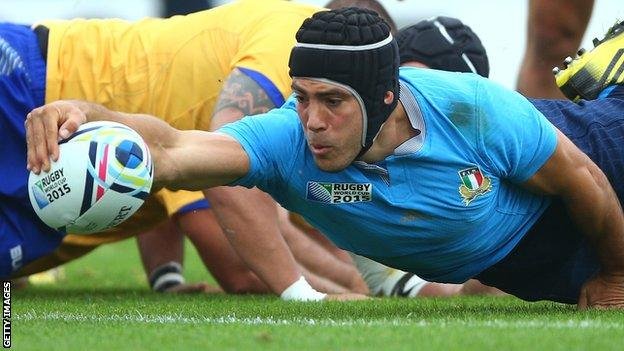 Edoardo Gori scores a try for Italy during their game game against Romania at the 2015 Rugby World Cup