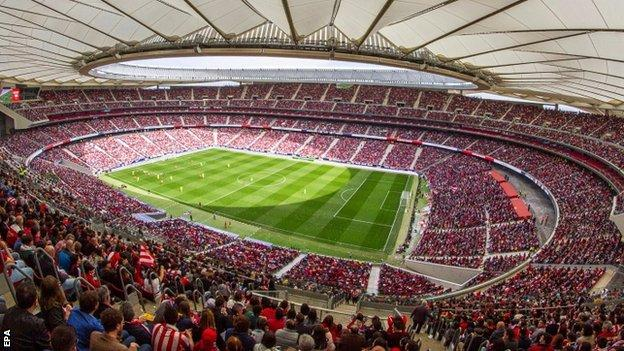 Atletico Madrid set a club world record attendance when 60,739 fans watched their match against Barcelona