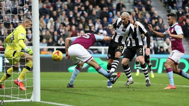 Yoan Gouffran scores for Newcastle