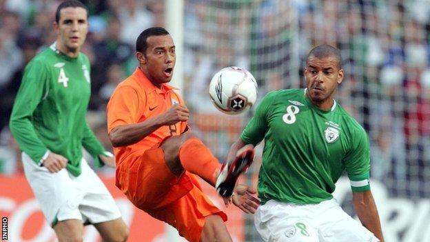Denny Landzaat of the Netherlands is challenged by Republic midfielder Steven Reid in the 2006 friendly