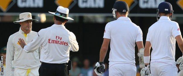 Michael Clarke of Australia (left) speaks to Umpire Aleem Dar as James Anderson of England looks on