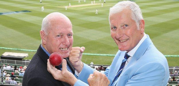 Bob Willis shares a joke with Rick McCosker