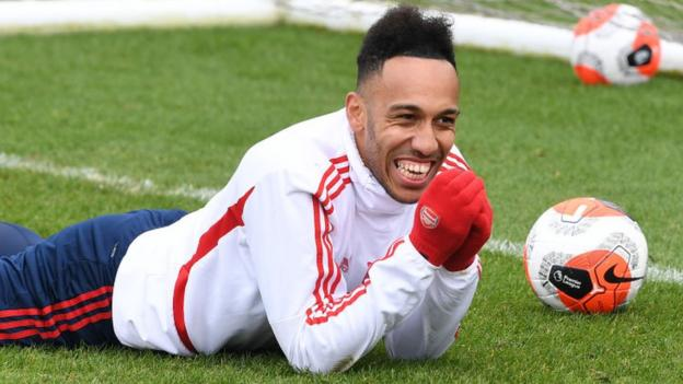 Gossip: Chelsea keeping tabs on Arsenal's Aubameyang thumbnail