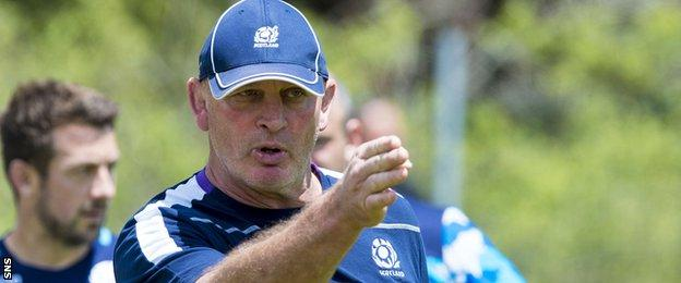Vern Cotter marshals Scotland training