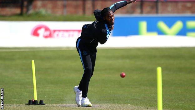 Jofra Archer bowling for Sussex