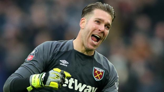 Liverpool sign keeper Adrian to replace the departed Simon Mignolet thumbnail
