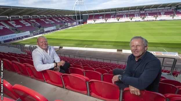 Scarlets chairman Simon Muderack (left) with board member and former New Zealand captain Sean Fitzpatrick (right)
