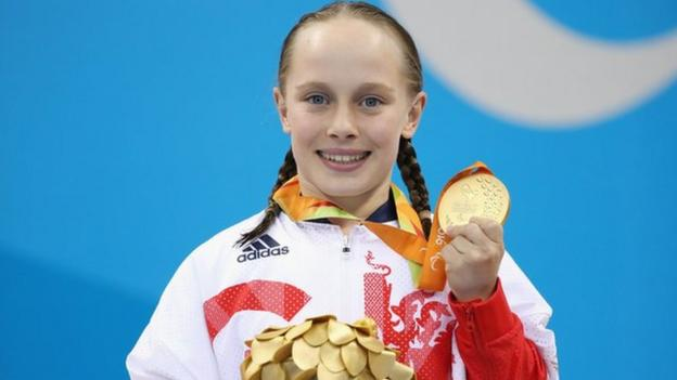 Ellie Robinson with her gold medal