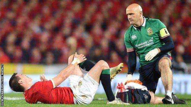 Johnny Sexton injured for the Lions