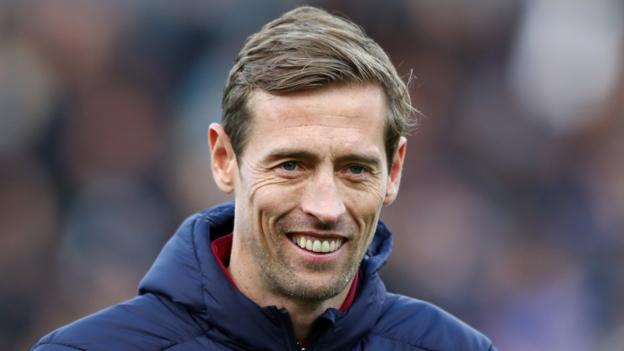 Peter Crouch and Karen Carney join BBC Sport for new football season thumbnail