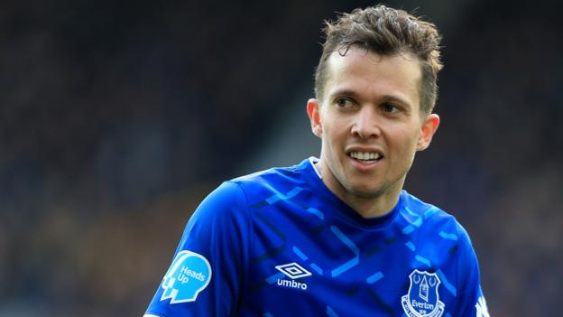 Bernard: Everton winger has been seeing psychologist after anxiety attack - bbc