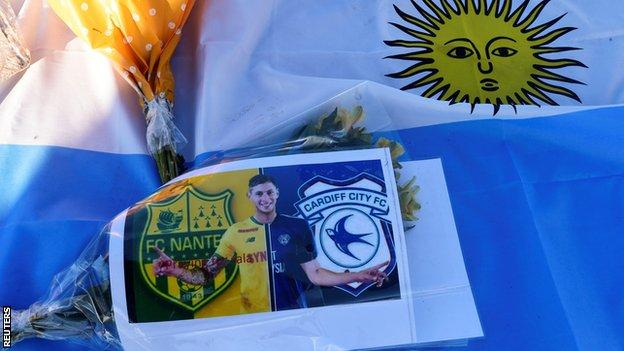 One bunch of flowers showed Sala in a split strip of Nantes and Cardiff