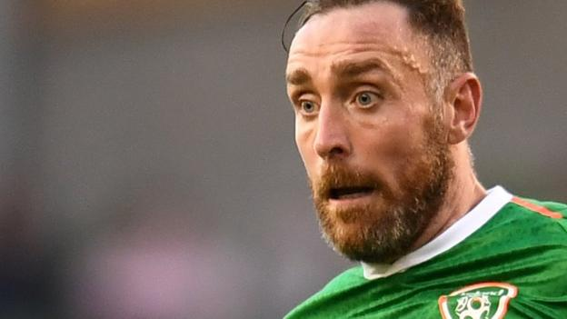 Richard Keogh: Ex-Derby County captain joins MK Dons - bbc