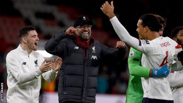 Jurgen Klopp and Liverpool players celebrate