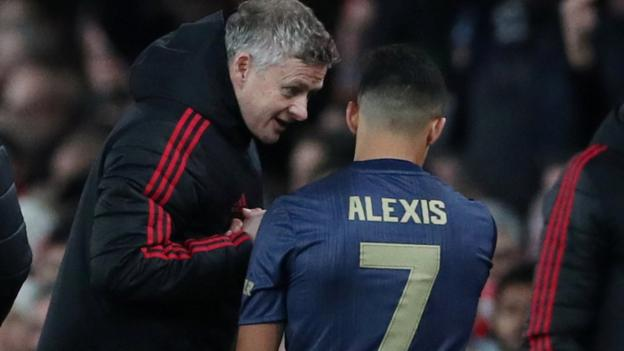 Manchester United: Ole Gunnar Solskjaer 'sure' Alex Sanchez form will improve thumbnail