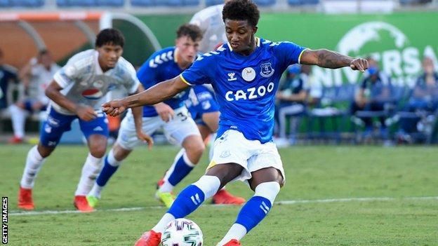 Demarai Gray scores for Everton against Millonarios