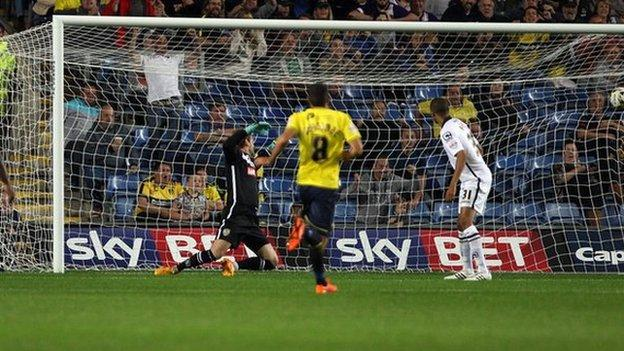 Kemar Roofe puts Oxford 2-1 ahead against Notts County