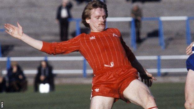 John McMaster in action for Aberdeen in 1982