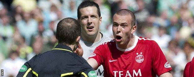 Jamie Langfield and Andrew Considine remonstrate with a referee while with Aberdeen