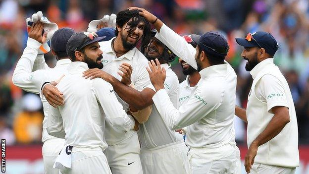 India players celebrate Ishant Sharma's wicket