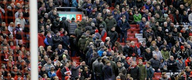 Liverpool fans walk out of match against Sunderland