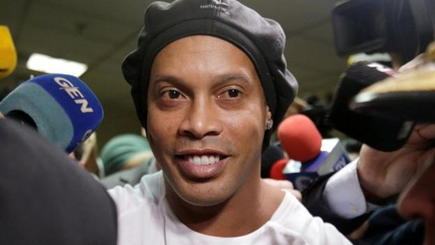 Ronaldinho and brother under house arrest in Paraguay thumbnail