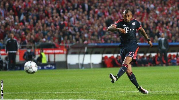 Arturo Vidal scores for Bayern Munich at Benfica