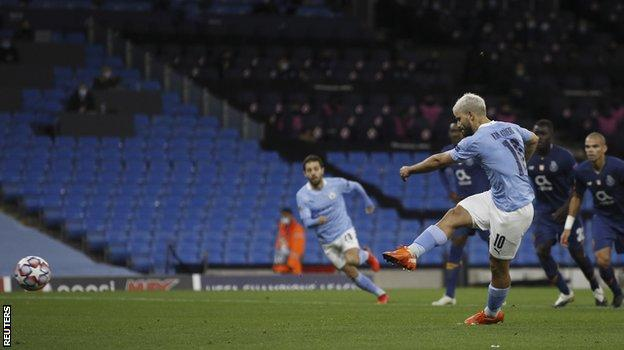 Sergio Aguero scores Manchester City's equaliser from the penalty spot