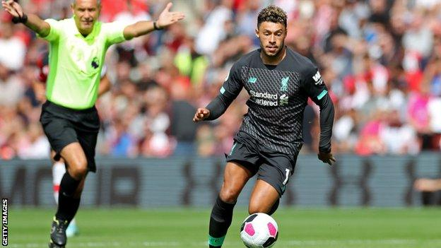 Alex Oxlade-Chamberlain: Liverpool midfielder signs contract to 2023