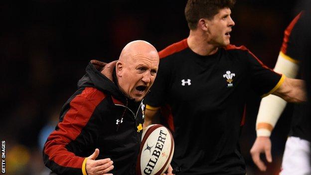 Shaun Edwards shouts orders during a Wales training run