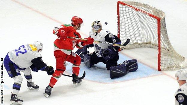 Glasgow Clan goal tender Joel Rumpel denies Cardiff Devils a goal