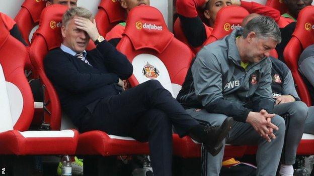 Sunderland manager David Moyes (left) and assistant Paul Bracewell
