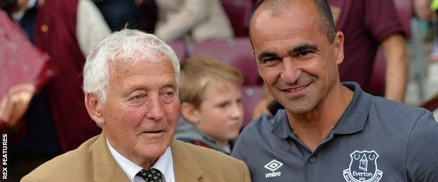 Alex Young with Everton manager Roberto Martinez in 2015