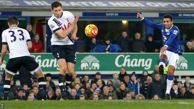 Aaron Lennon scores against Tottenham
