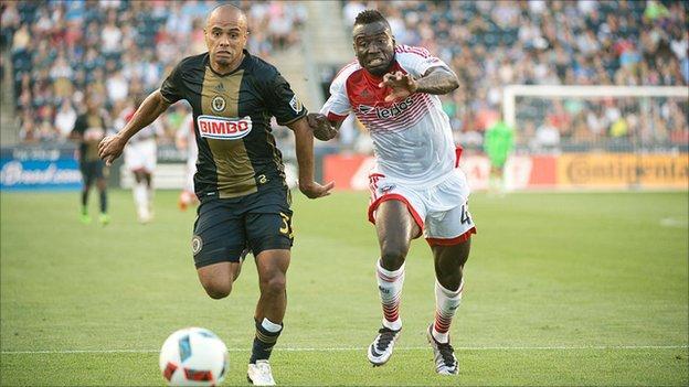 DC United Forward Alhaji Kamara (right)