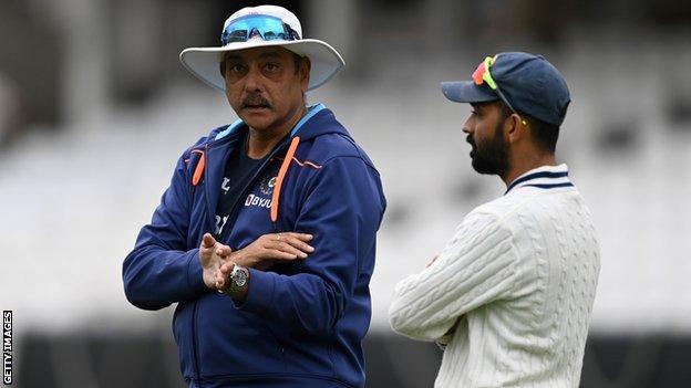 India head coach Ravi Shastri talks to Ajinkya Rahane