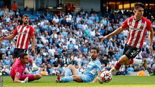 Bernardo Silva is unable to convert a Gabriel Jesus cross for Manchester City