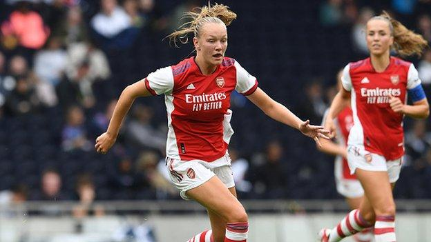 Frida Maanum in action for Arsenal in a pre-season friendly