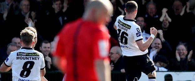 Ciaran Kilduff celebrates after putting Dundalk 2-0 ahead against Derry City