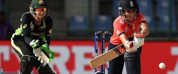 Charlotte Edwards bats as Alyssa Healy watches on