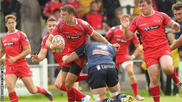 Scarlets fly-half Steven Shingler takes on the Bedford defence in Llandovery