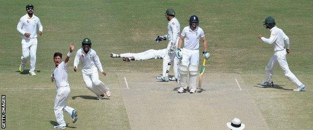 Yasir Shah of Pakistan successfully appeals for the wicket of Jos Buttler