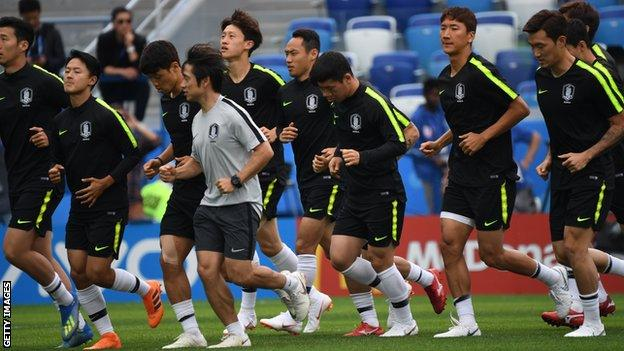 South Korea's players take part in a training session at Nizhny Novgorod Stadium on 17 June on the eve of their World Cup Group H match against Sweden