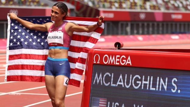 Sydney McLaughlin celebrates winning the women's 400m hurdles at the Tokyo Olympics