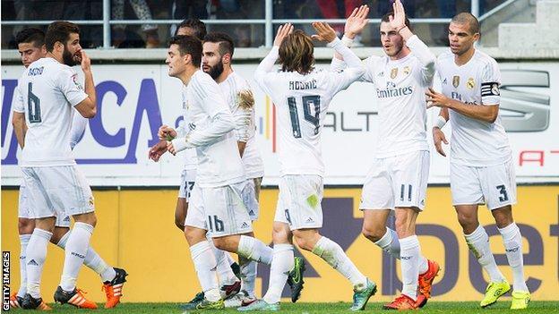 Real Madrid's players celebrate Gareth Bales' goal