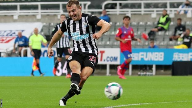 Debut Fraser goal sends Newcastle through in EFL Cup thumbnail