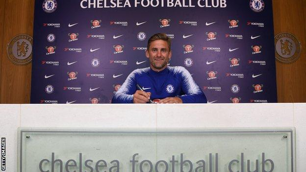 Robert Green signing a Chelsea contract