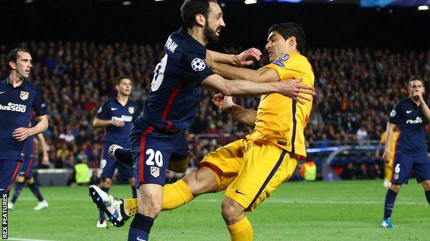 Barcelona's Luis Suarez appears to kick Aletico Madrid defender Juanfran