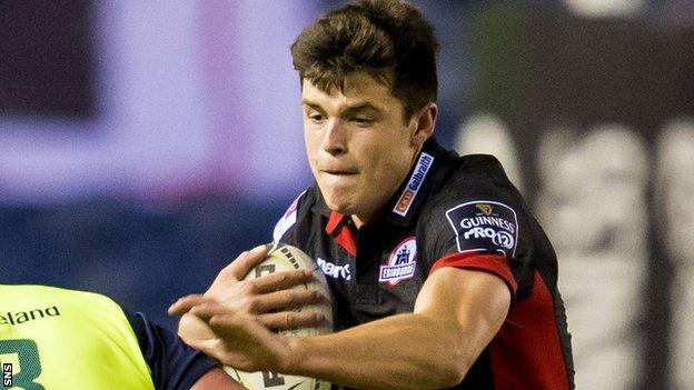 Blair Kinghorn runs with the ball for Edinburgh against Leinster